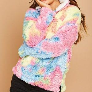 🆕️NWT tie dye faux fur pullover HP @christiha4❤